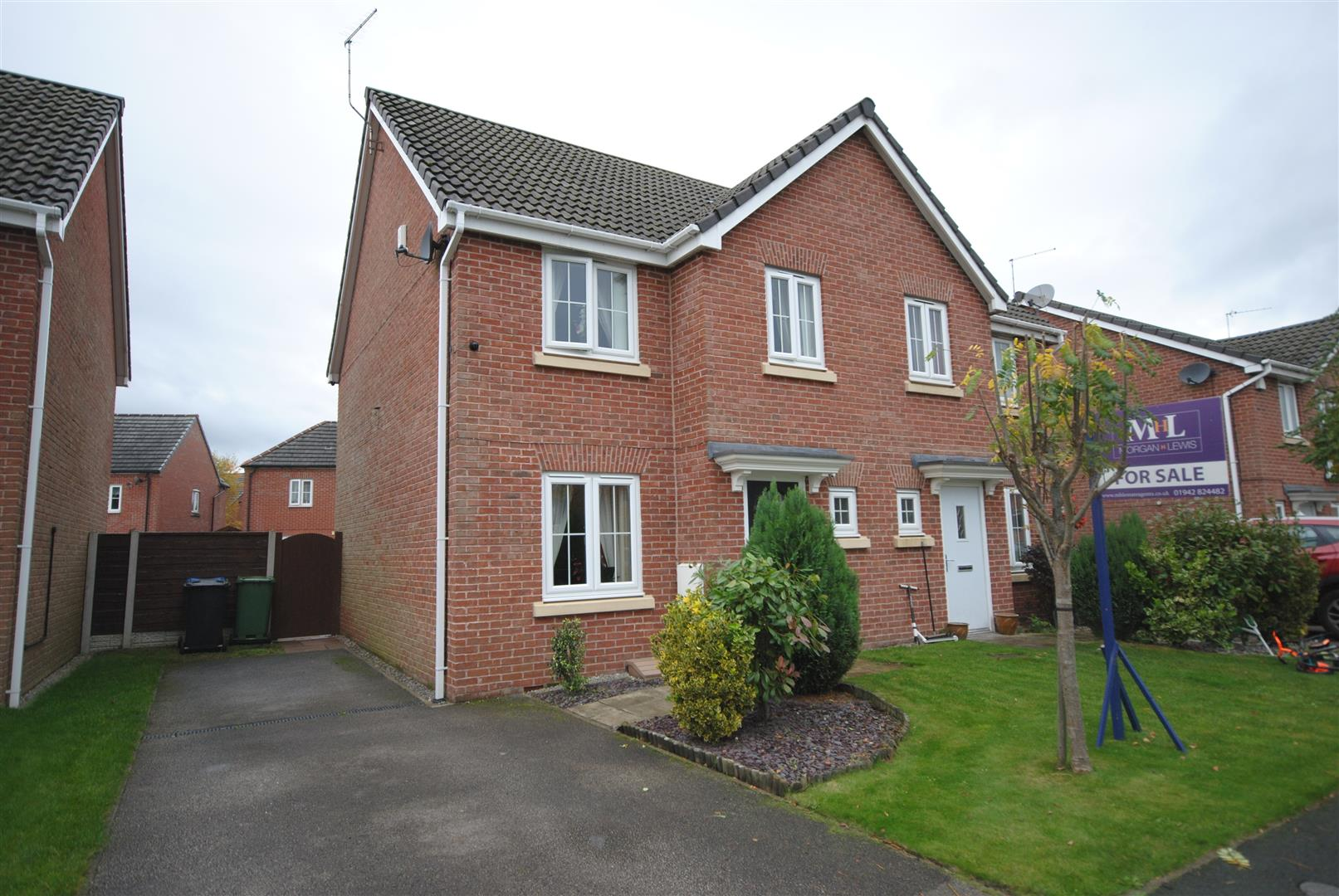 3 Bedrooms Semi Detached House for sale in Kerscott Close, Ince, Wigan